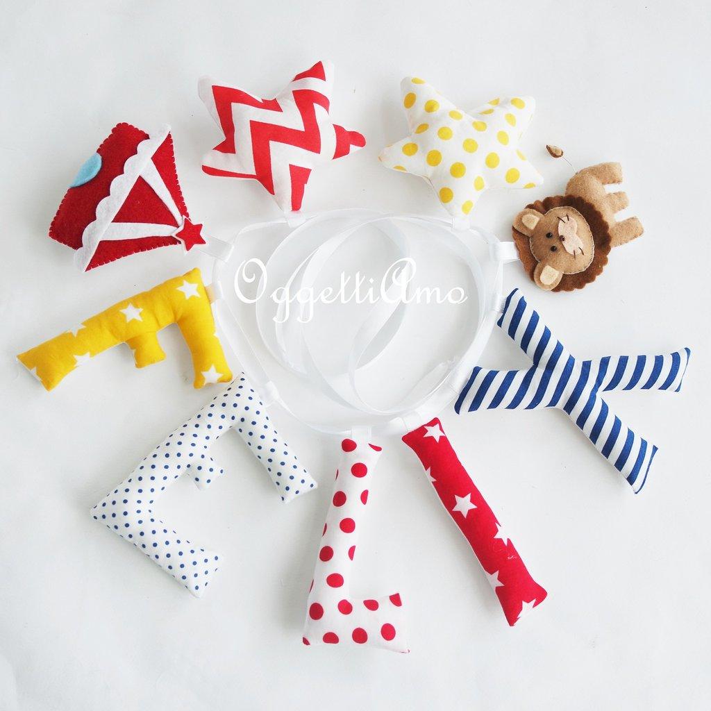 Felix: una ghirlanda in lettere di stoffa colorate per decorare la sua cameretta