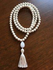 Collana Mala 108+1 corallo bianco e goccia di giada bianca