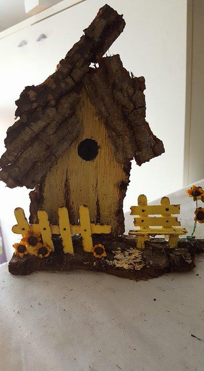 casetta in legno staccionata