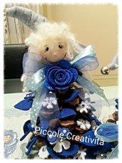 Soprammobile-pigna  pigotta decorata con feltro blu