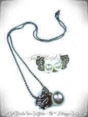 Set Collana e Orecchini con Farfalla su Perla