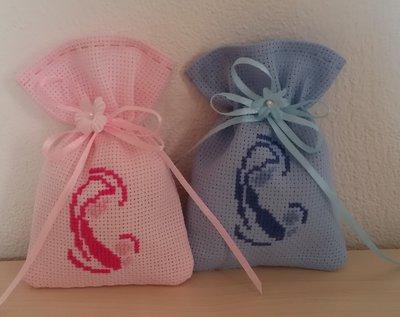 Sacchetti per confetti battesimo ricamo madonnina nascita punto croce tela aida colorata e/o bianca