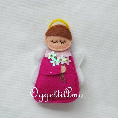 Angeli in feltro fatti a mano e personalizzabili come bomboniera per la cerimonia della vostra bambina