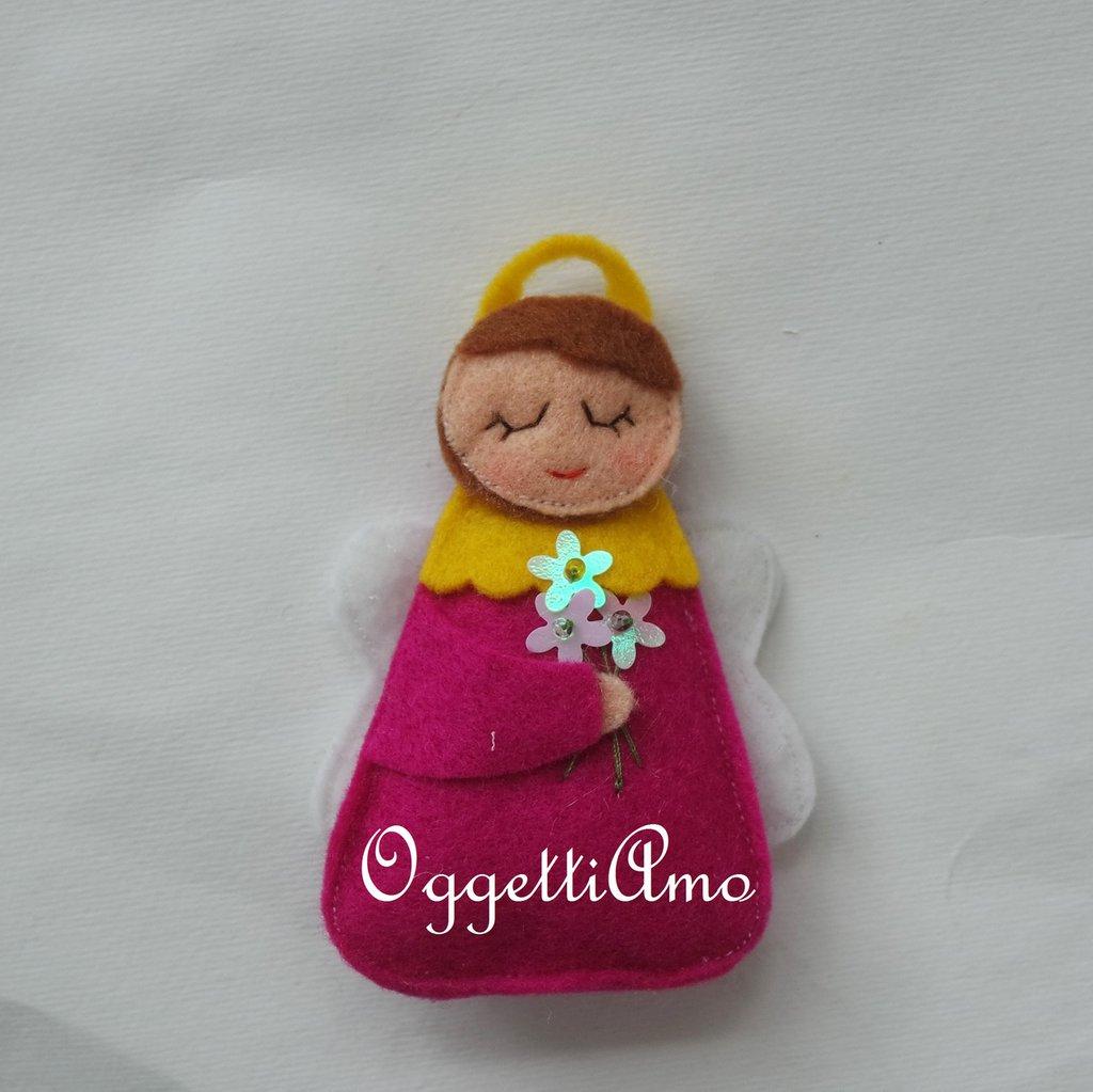 Un angelo fatto a mano come calamita: una bomboniera per il battesimo, la comunione, la cresima della vostra bambina