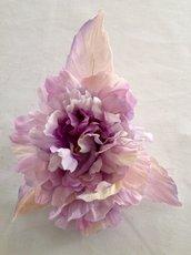 Spilla con fiore in seta realizzato a mano