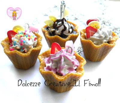 MODELLO A - Collana coppa gelato fiore waffle con panna, cioccolato, caramelle, glassa fragole e frutta miniature