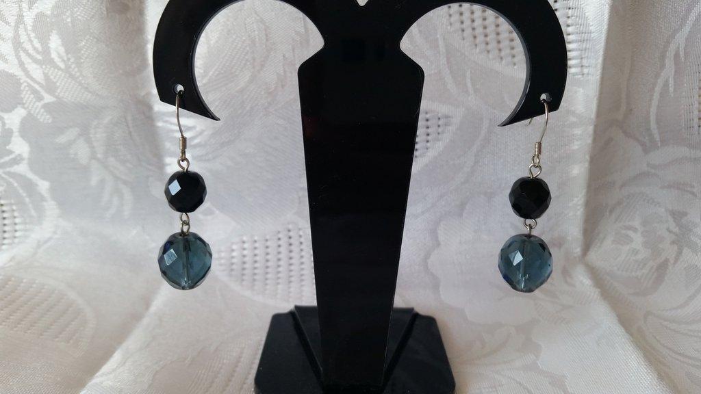Orecchini pendenti con due mezzi cristalli nero e blu notte