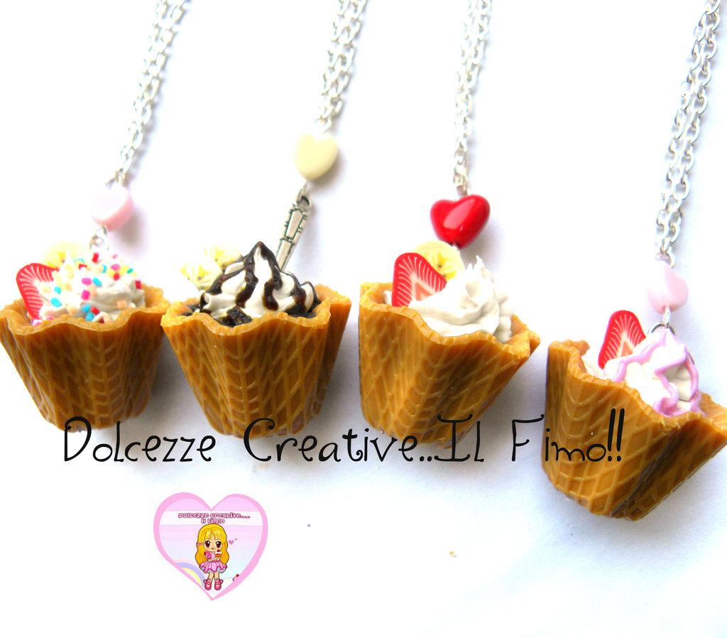 MODELLO D - Collana coppa gelato fiore waffle con panna, cioccolato, caramelle, glassa fragole e frutta