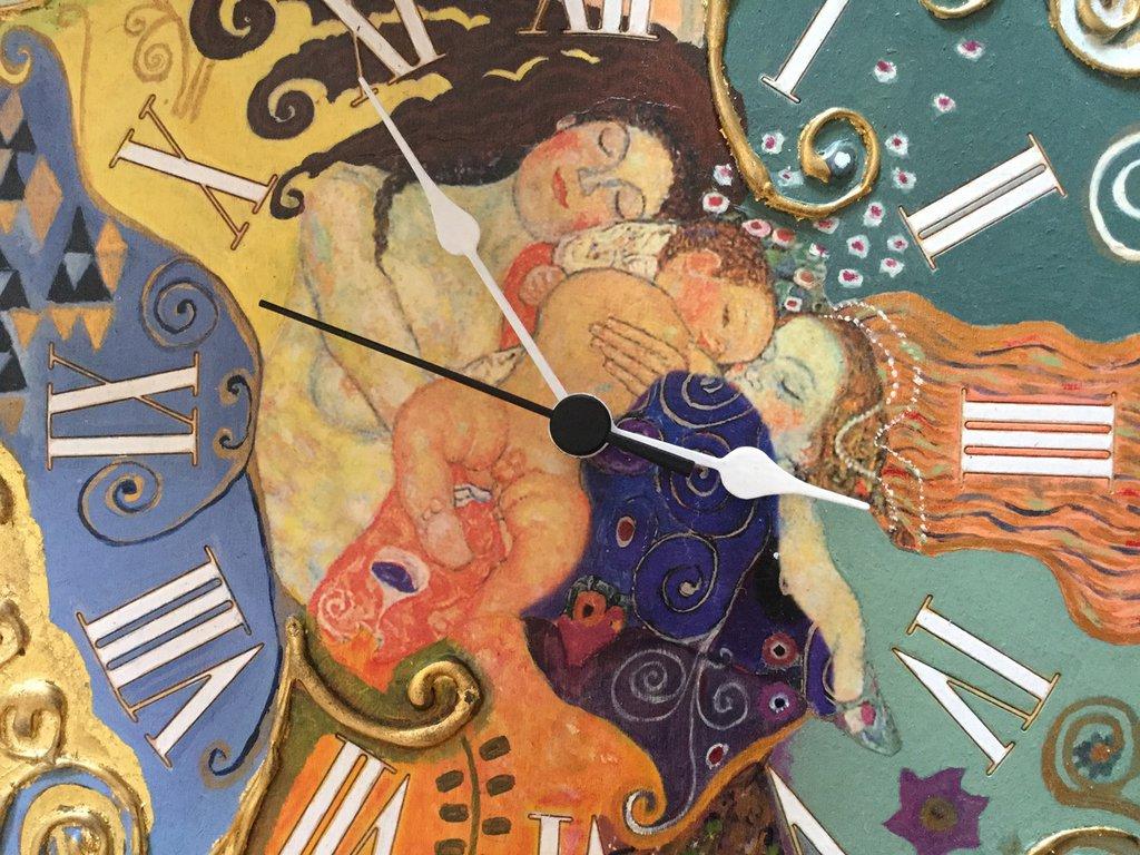 Orologio in legno da parete realizzato tramite la tecnica del decoupage e pittura acrilica