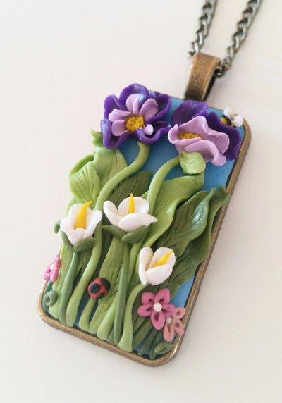"""Collana con ciondolo """"Il giardino segreto delle viole"""""""