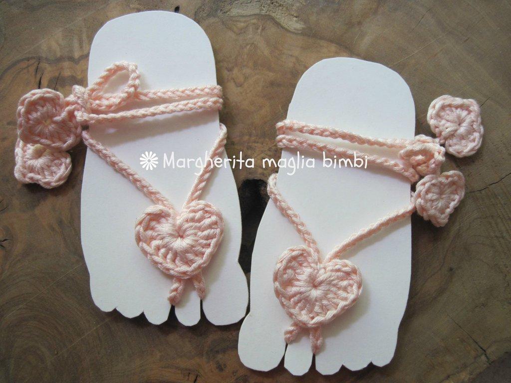 Sandali piedi nudi baby - cuoricino all'uncinetto - decorazione piede bambina - idea regalo!