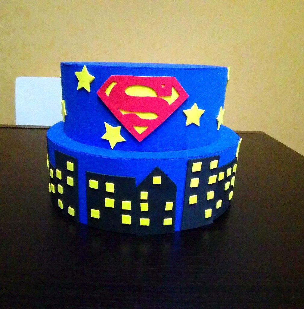 Torta superman in gomma crepla