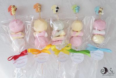 Spiedini di caramelle decorati primo compleanno animaletti misti e colori misti scala colore
