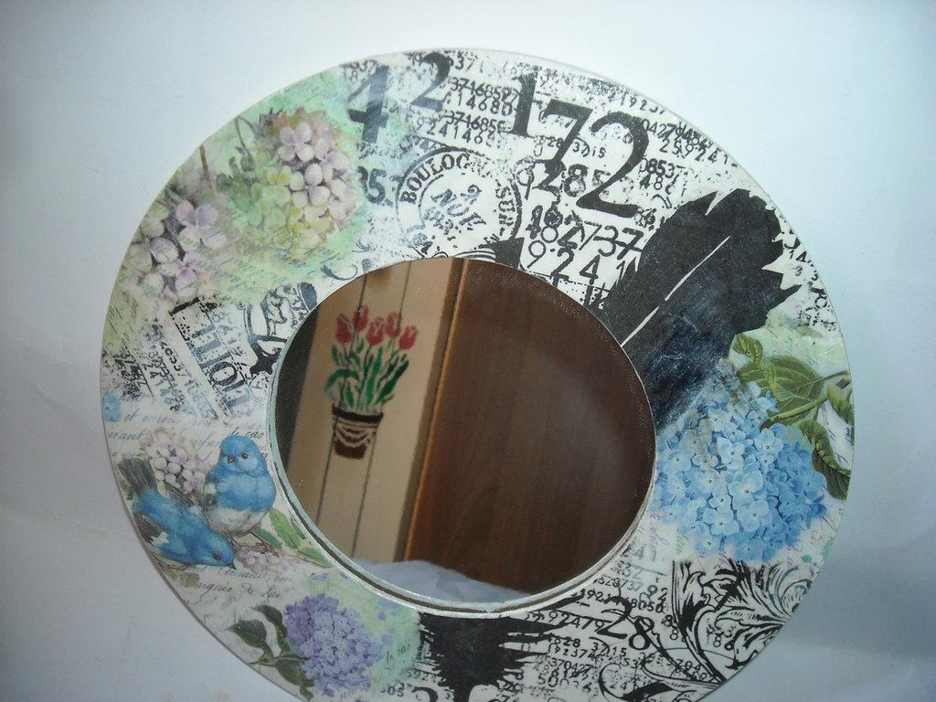 Specchio tondo da parete con cornice decorativa per la casa e pe su misshobby - Specchio tondo da parete ...