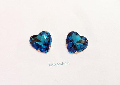 Pietra a cuore in semi cristallo blu trasparente. Castone in metallo nikel free 1pz