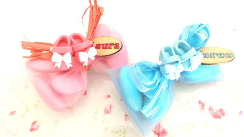OFFERTA PROMOZIONALE FIMO - BOMBONIERE COMPLETE - SCARPINE Con fiocco   - con sacchettino confetti e in OMAGGIO targa con nome