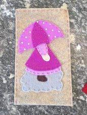 porta cellulare in panno lana e feltro con Sue Sunbonnet con ombrello