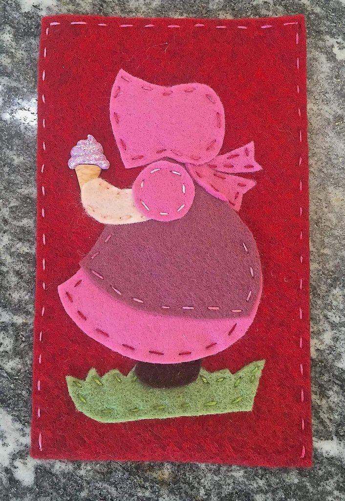 porta cellulare in panno lana e feltro decorato con Sue Sunbonnet in feltro