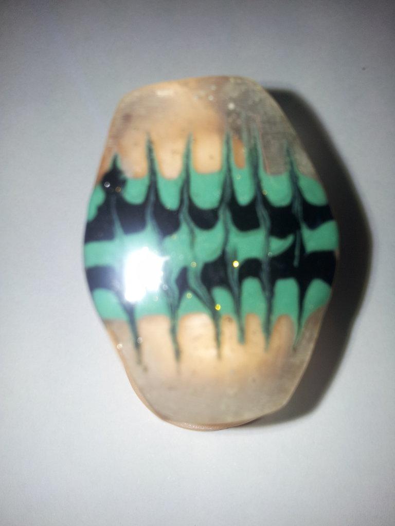 anello in gel uv verde e nero a forma esagonale con base regolabile nichel free