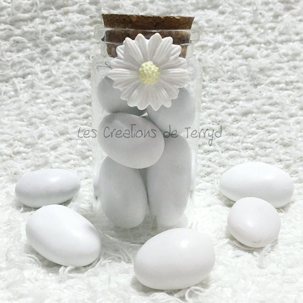 Bomboniera o segnaposto in vetro con fiore