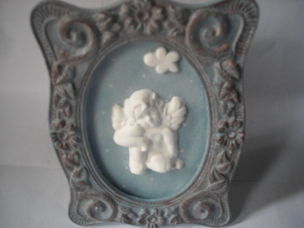 Quadretto decorativo ovale, azzurro, in stile  shabby,   con angioletto in polvere ceramica