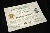 Diploma della Scuola di Magia e Stregoneria di Hogwarts su carta pergamena, personalizzabile con nome e casa!