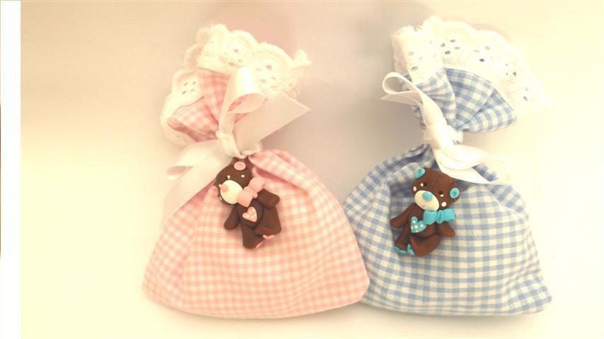 BOMBONIERA COMPLETA sacchetto porta confetti quadrettato  con PIZZO SANGALLO - battesimo nascita fimo - Orsetti  - ciondoli