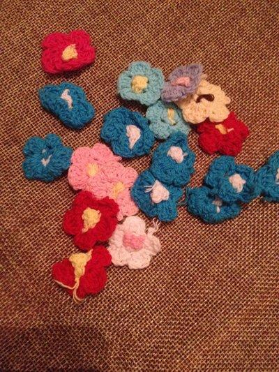 10 fiori uncinetto colorati