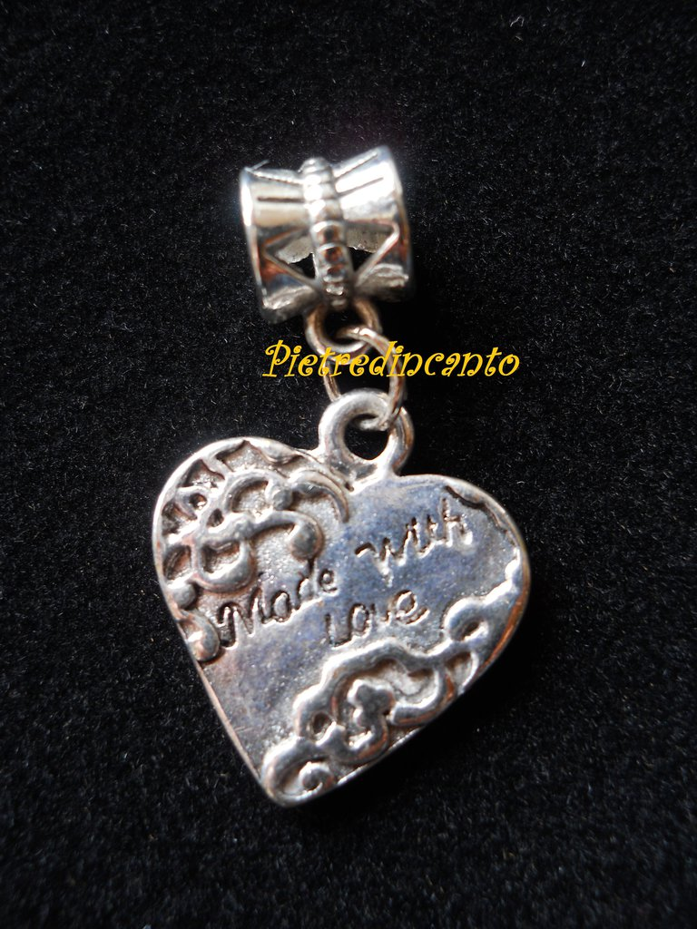 PERLA FORO LARGO CON CHARMS – 947