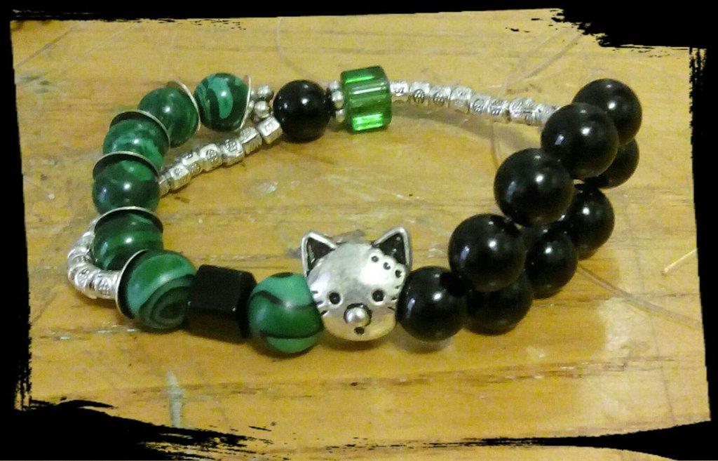 bracciale elastico gatto con malachite, agata nera e argento tibetano