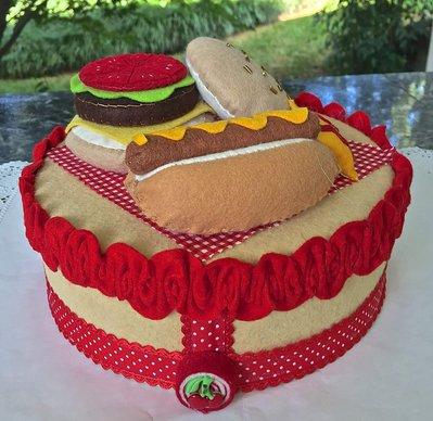 Scatola di latta rivestita in feltro, decorata con hamburger e hot dog feltro