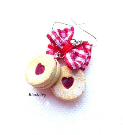 Orecchini pendenti biscotti alla fragola  in fimo