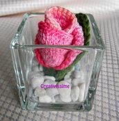 Bocciolo di rosa all'uncinetto in vasetto di vetro - fatto a mano