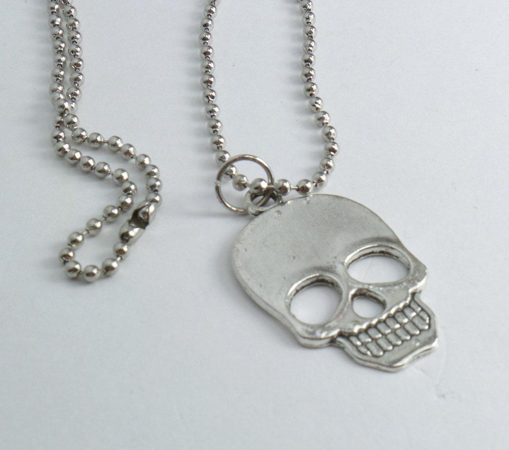 Collana modello pallinato argento con ciondolo a forma di Teschio