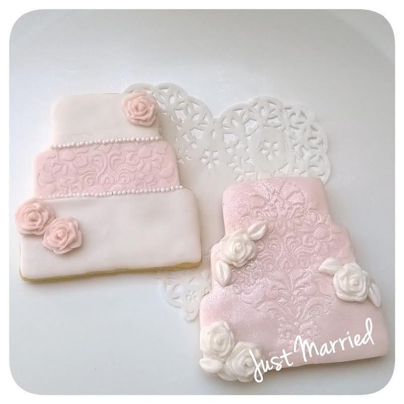 biscotto decorato, torta nuziale, pizzo e rose, rosa e bianco, segnaposto