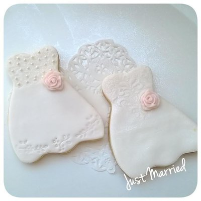 biscotto decorato, abito da sposa, dress cookie, rose e pizzo, sweet table