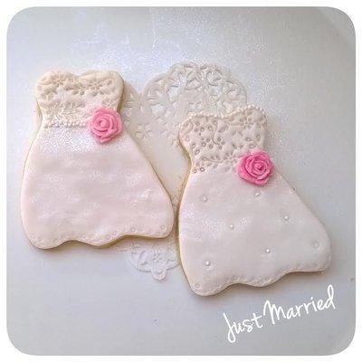 biscotti decorati, abito sposa, rose e pizzi, bianco fucsia