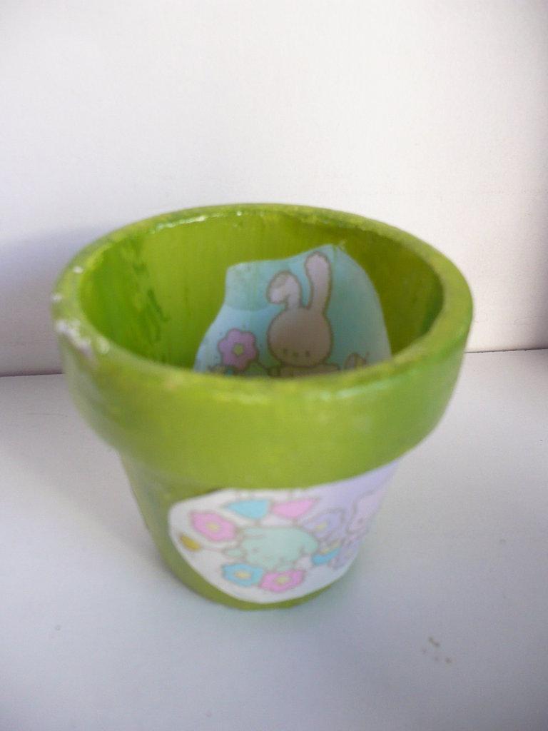 vasetto verde con conigli