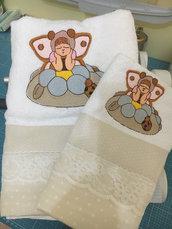 Set Asciugamani visi+ospite con ricamo bimba-farfalla