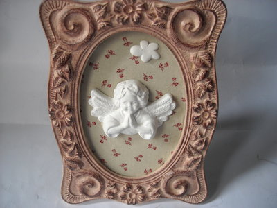 Quadretto decorativo rosa, in stile  Shabby con angioletto  in  polvere ceramica