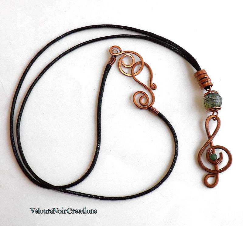 Collana chiave di violino in rame martellato pietra agata