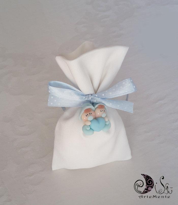 bomboniera battesimo folletti bebè gemelli con sacchetto portaconfetti in tessuto cotone bianco panna