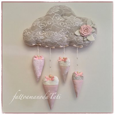 """Fiocco nascita """"nuvola"""" con pizzo,perline, rosa e cuori"""