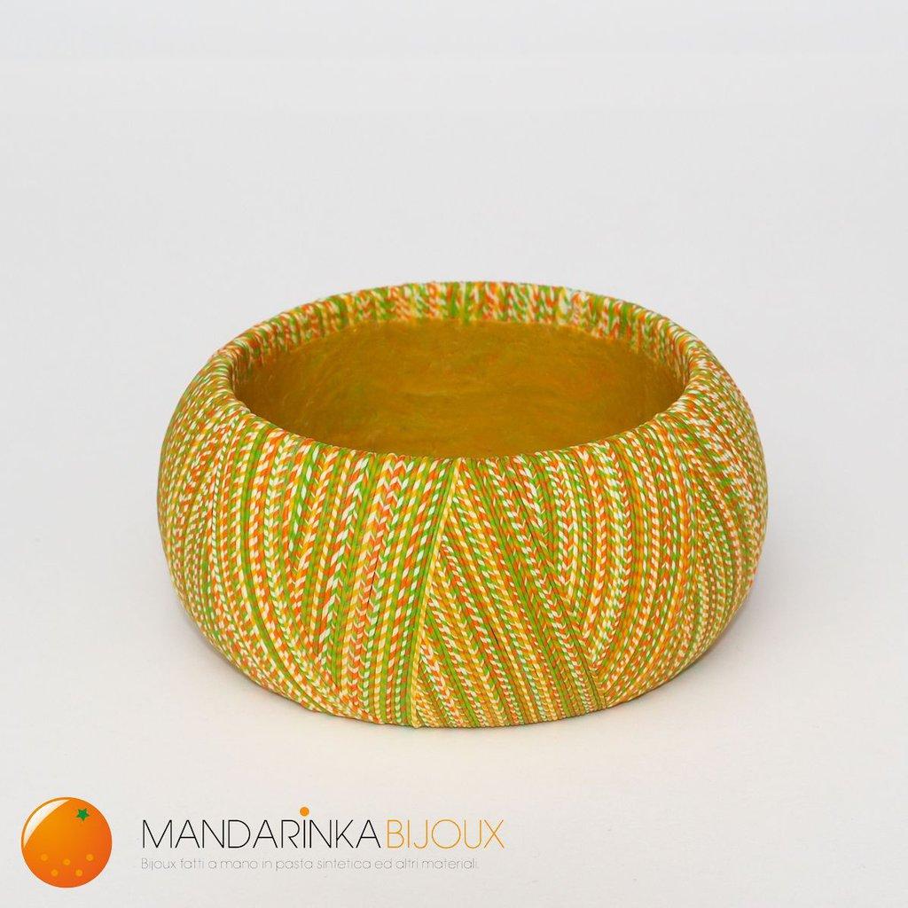 Bracciale multicolor giallo/verde/arancione effetto filo in pasta polimerica Fimo sulla base di legno