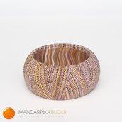 Bracciale multicolor viola/giallo/bianco effetto filo in pasta polimerica Fimo sulla base di legno