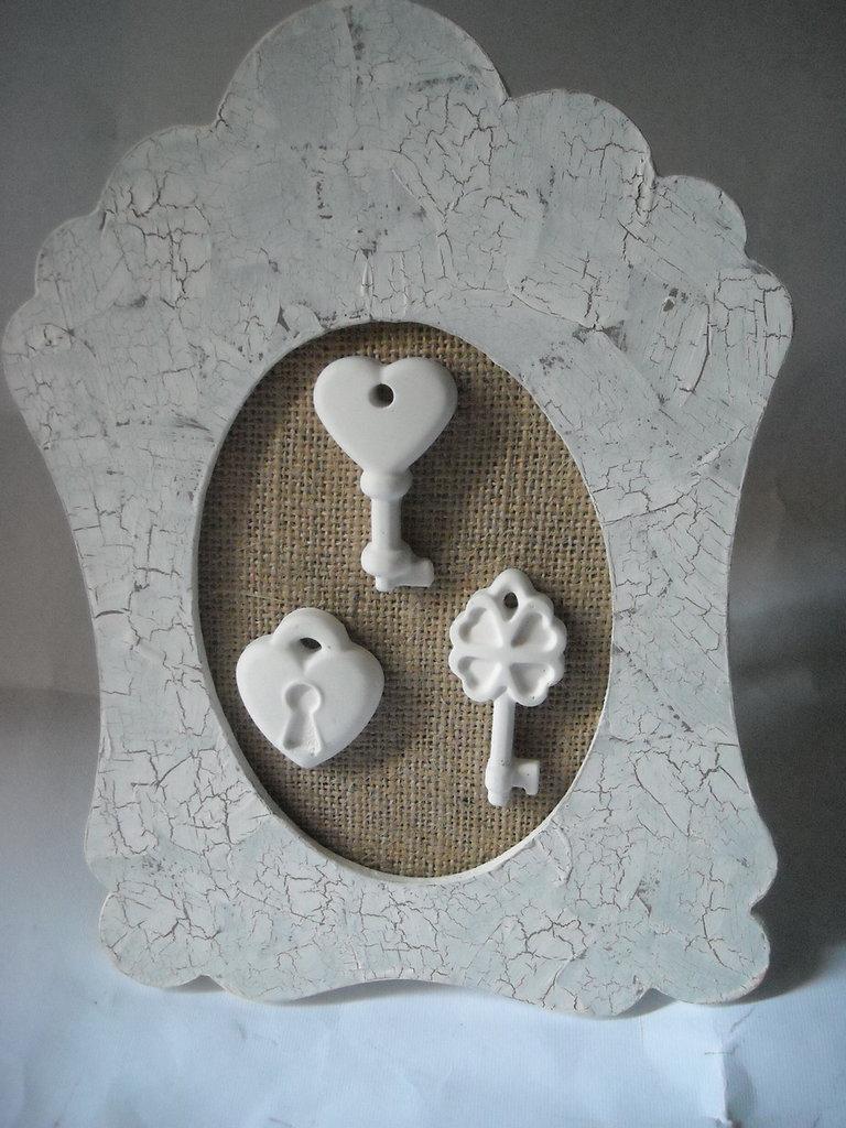 Quadretto decorativo in stile shabby  juta,chiavi serratura in gesso