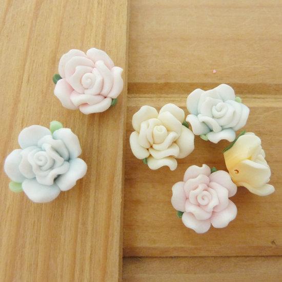 6 Rose in Fimo 15 mm perle col. misti