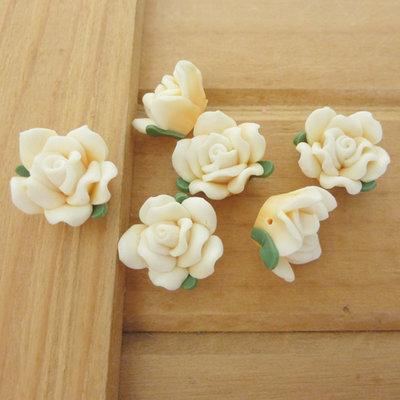 6 Rose in Fimo 15 mm perle col. giallo