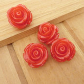 4 Rose in resina 15 mm perle col. rosso