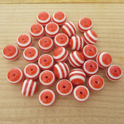 30 Perle 10 mm acrilico col. strisce bianco/rosso